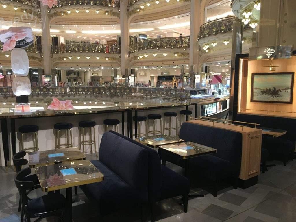 Averty bar Kaspia tables