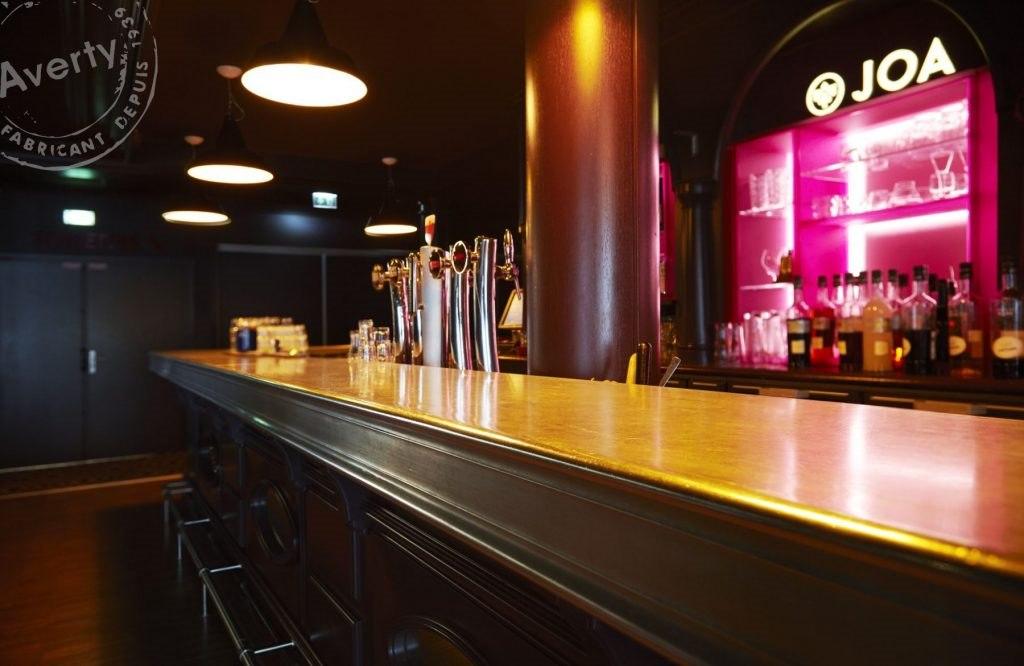 Casino JOA bar comptoir bois